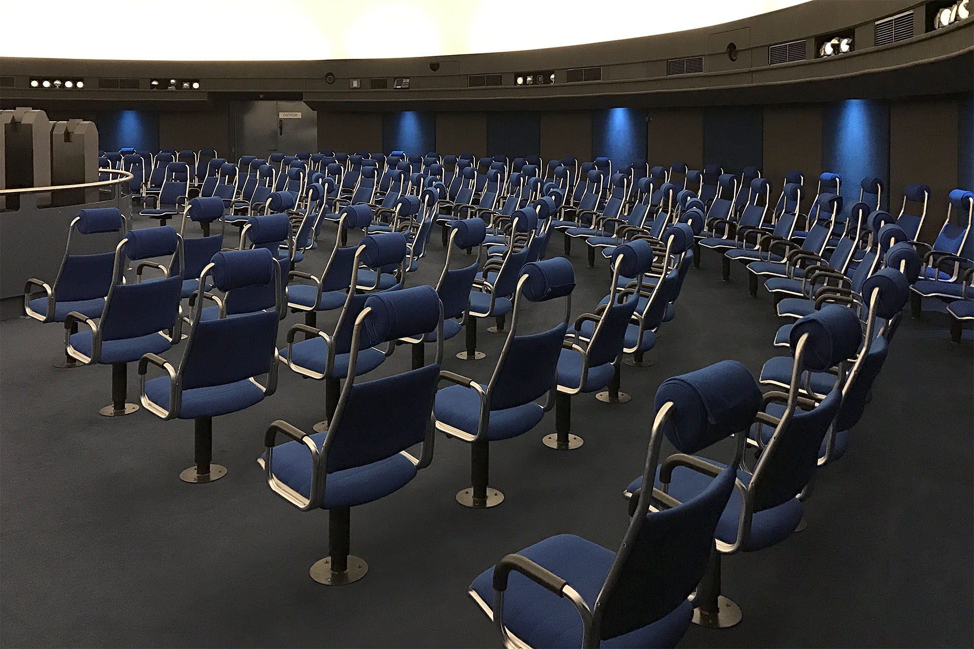 DE Stuttgart Planetarium 91 web1