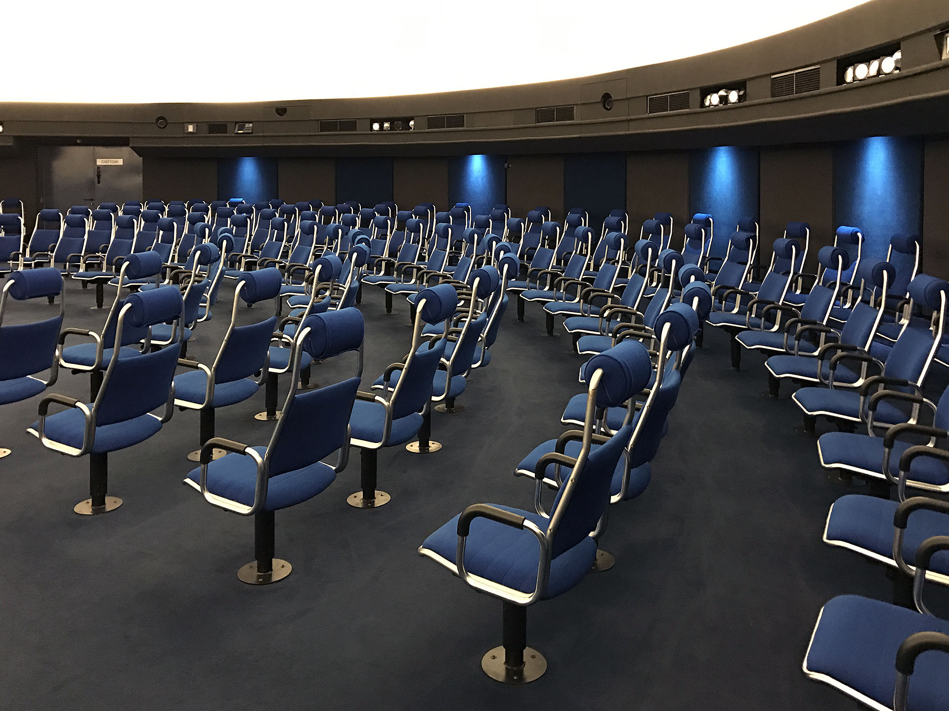 DE Stuttgart Planetarium 94 web